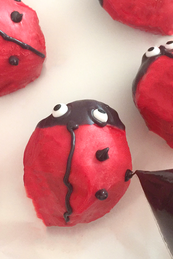 Gaston Ladybird Cake-pops cherryandme.com